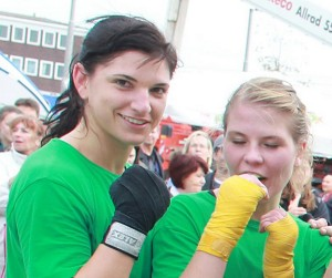 Nadine Apetz (links) und Laura Zimmermann